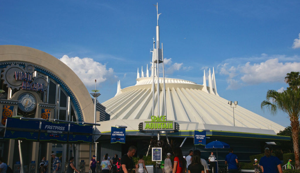 Space Mountain : the classic roller coaster in the dark turns 40 this January 2015! (Credit: Marie Ange Sanguy)