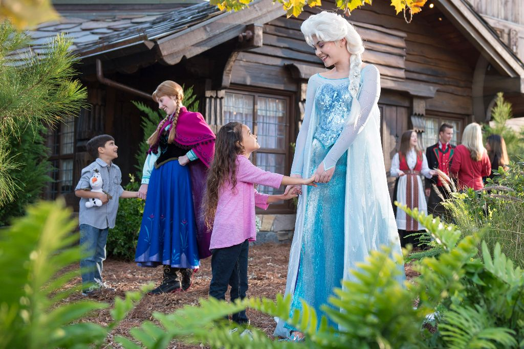 Anna and Elsa visit Norway with Disney Cruise Line