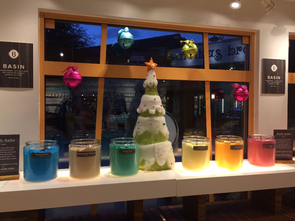 Basin at Disney Springs winter 2015 displays