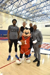 mickey mouse la clippers basketball game 3